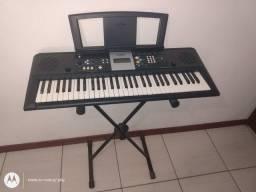 Teclado Musical YAMAHA psr-e223 usado