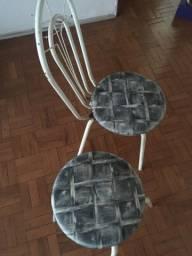 Cadeira e banquinho