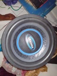 Vendo subwoofer da marca Ultravox 2200 watts RMS ou 4400 watts  em programa musical.