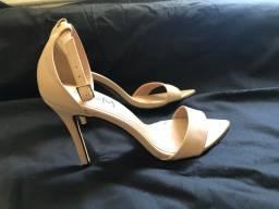 Sapato de salto nude fino novo