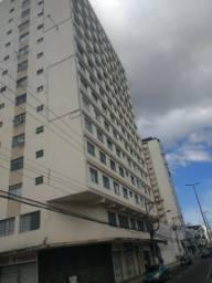 Apartamento na Av. Rio Branco. Dois quartos, suíte com hidromassagem e área. R$250.000,00