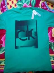 Camisas da Osklen, Calvin Klein e John John.