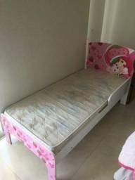 Vendo cama com colchão semi nova muito conservada