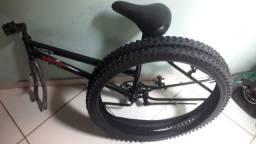 Vendo  outro troco  quadro de  bike  Mais pneus novos