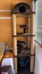 Brinquedo pra gato/arranhador/casa