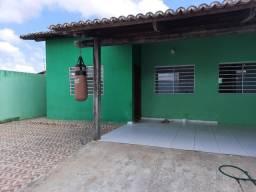 Casa em rua pública.    550/ O Mês
