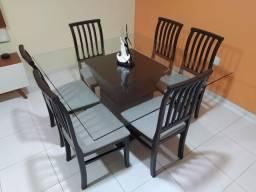 Mesa de jantar (Jacauna) de vidro com 6 cadeiras de madeira
