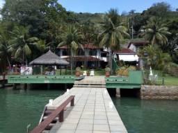 Casa em Angra de frente para o mar e cais próprio