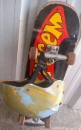 Skate semi novo + capacete