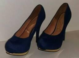 Vendo essas sandálias!! Semi novas !!
