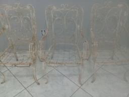 venda de 3 cadeiras de ferro fundido.