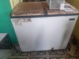 Vende se um freezer