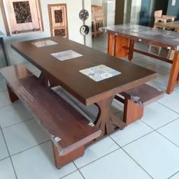 Mesa e banco Eucalipto Grandis