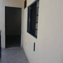 Aluguel casa 2 quartos com varanda no Sapê próximo ao Colégio Municipal Levi Carneiro