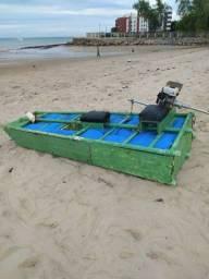 Barco tipo jangada com motor