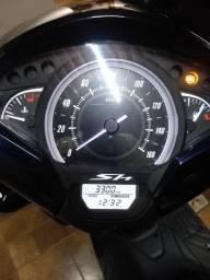 Honda Sh 2018 com 3300 km moto muito nova
