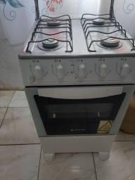 Fogão Atlas funcionando as 4bocas eo forno...N tem elétrico