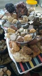 Pedras de feldspato todas com inclusões