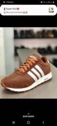 Tênis Adidas marrom com listras brancas Novo