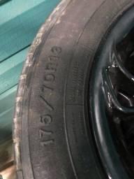 Vendo pneu aro 13 com rodão