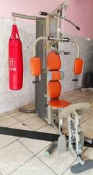 Estação de treino com leg 90kg de ANILHAS e saco de pancadas