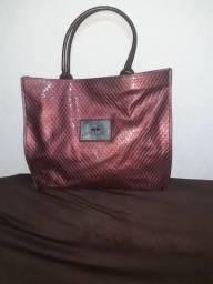 Uma linda bolsa da marca Abup