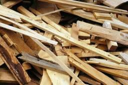 Restos de madeiras de obras para olarias