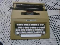 Maquina De Datilografar Olliveti Letra 25