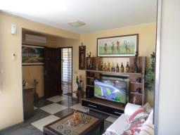 Apartamento com 3 Qtos sendo 1 suíte próximo ao Beira Mar