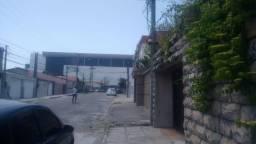 Casas Comerciais ou Residenciais - Atrás dos Laboratórios da Oliveira Paiva
