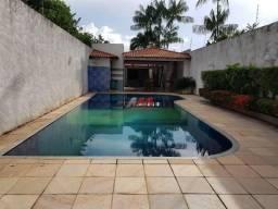 Casa com piscina - rua paraíba
