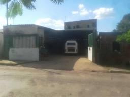 Galpão na principal rua do bairro, com lote de 184m² e área construída com 144m². Próprio