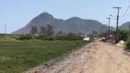Terreno 818 m², na quadra da praia, de Itaipuaçu, Maricá/ RJ