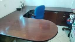 Mesa diretor em mogno maciço  com cadeira e móvel