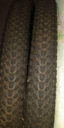 Par de pneus novos