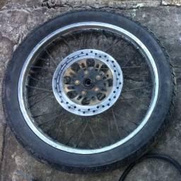 Roda Honda com disco e pneu