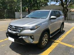 Toyota Hilux SW4 2.8 SRX 4x4 7L 2019/2019 apenas 22.300 km rodados.