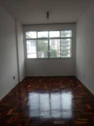 Apto, 02 quartos sendo 01 com armário na Miguel de Frias 169, Icaraí, próximo ao comércio