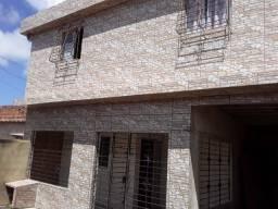 Vende-se um primeiro andar com 3 casas na tabajara