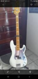 Baixo 4 Cordas Squier Precision Bass