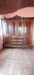 Vendo quarda-roupas quatro portas, antigo de madeira, modelo  chipandele, todo peroba.