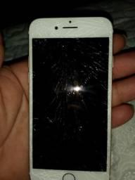 Vendo iPhone 7 128 gb ,ou troco por 8 plus ,tela tá quebrada mais não interfere em nada