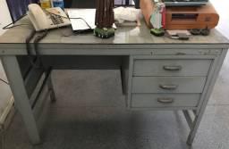 Vendo birô com gavetas e mesa para computador