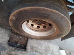 Vendo roda 275 com pneu quebra galho