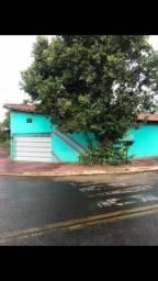 Excelente terreno de esquina com 3 imóveis ótimos para renda em Goiânia
