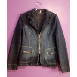 jaqueta jeans com zíper e bolsos