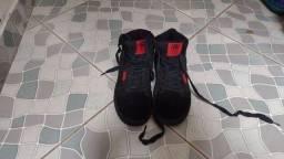 vendo tênis bota usado mas em perfeito estado só r$ 30