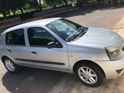 Clio Authentic 1.0 16v com ar condicionado