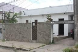 Casa 360m² 04 quartos 04 vagas de garagem cobertas - Flores