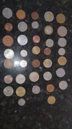 37 moedas estrangeiras variadas